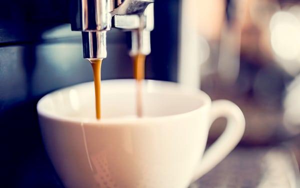 thuc pham cho nguoi loet da day nen tranh do uong chua cafein